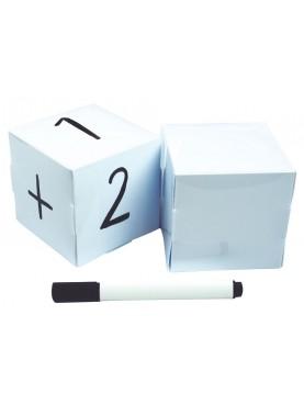 2 dés blancs + marqueur